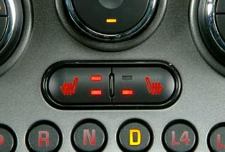 Turn On the Heated Seat(s) Press the switch once to select the high heat setting. Two indicator lights will illuminate. Press the switch twice for the low setting.