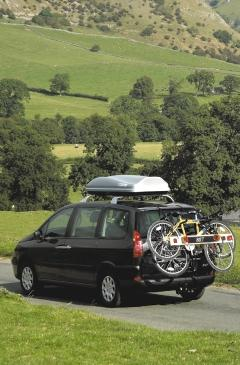 For use with Peugeot roof bars. 3. Roof bars Roof bars with 100kg capacity.