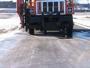 The transition from dry asphalt to icy road does not occur abruptly, rather gradually through a road surface composed of a mixture of wet asphalt and soft ice as in Figure.4.