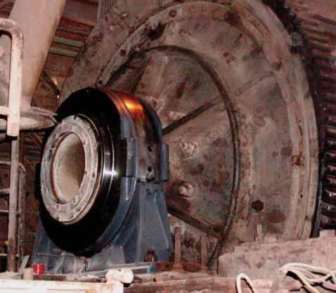 Speed is 26RPM and each bearing is carrying 15 tons (147kN).
