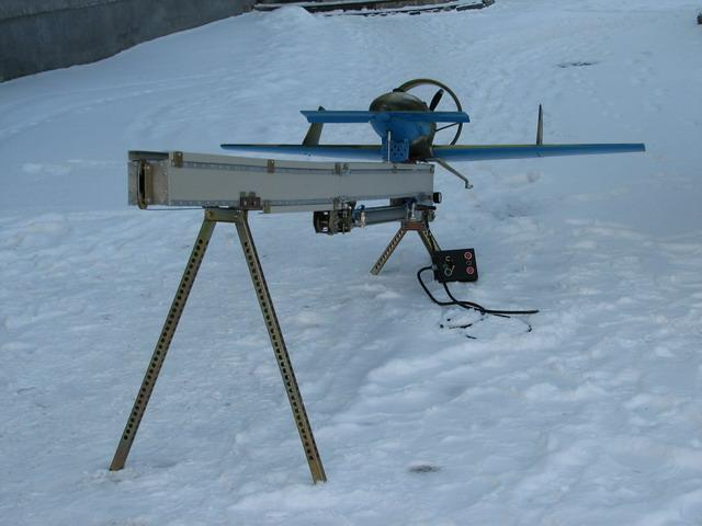Starting devices for Catapults For maintenance of flights with unprepared areas we develop, make and test catapults of four types. 1. A catapult of pneumatic type CTP-3. Length of directing 3 meters.