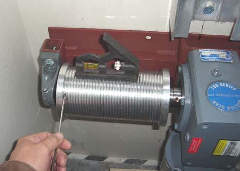 3-Level Units: Insert the cable end into the premachined hole in the drum and tighten the set