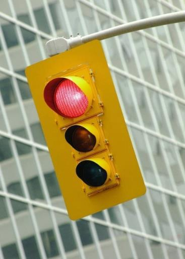 DON T RUN RED!! There are two types of red light runners The daydreamer or distracted driver who just does not see it.