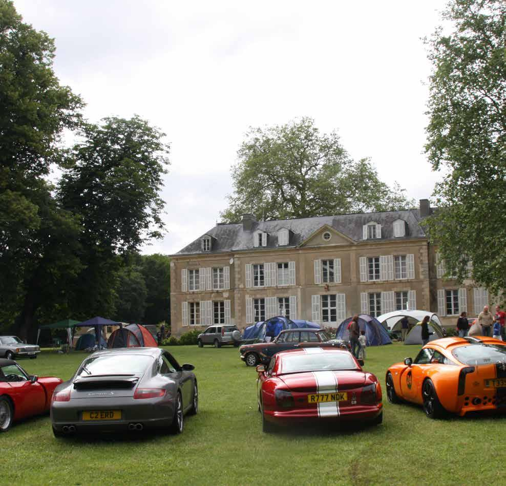STAY AT THE FIVE-STAR CHÂTEAU DE CHANTELOUP CAMPSITE. The rally, the program On the way to Le Mans The whole weekend is dedicated to rallying and the 24 Hours of Le Mans. On Wednesday morning at 11.