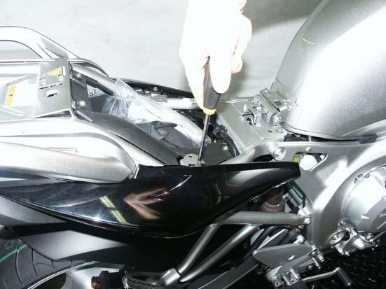 THE EXHAUST SYSTEM CAN BE EXTREMELY HOT. ALLOW THE MOTORCYCLE TO COOL DOWN BEFORE BEGINNING INSTALLATION.