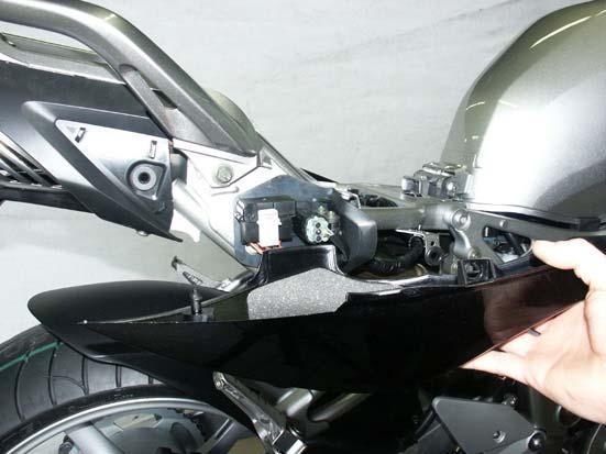 IMPROPER INSTALLATION MAY RESULT IN A SHORTER LIFETIME OF THE EXHAUST SYSTEM AND/OR DAMAGE TO THE MOTORCYCLE.