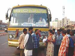 (1)Change of means of transport Before the Chilakaluripet-Vijayawada section of Phase I, the principal means of transport used by local residents was bus (36%), bicycle (33%), walking (14%), and