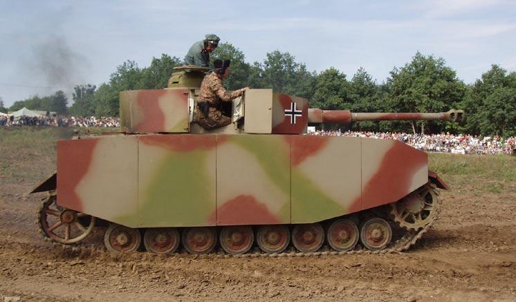 August 2005 - http://www.valka.cz/galerie/displayimage.php?album=250&pos=13 T-40/75 tank (PzKpfw. IV Ausf. J) Army Tech. Museum, Lesany (Czech R.) running c.