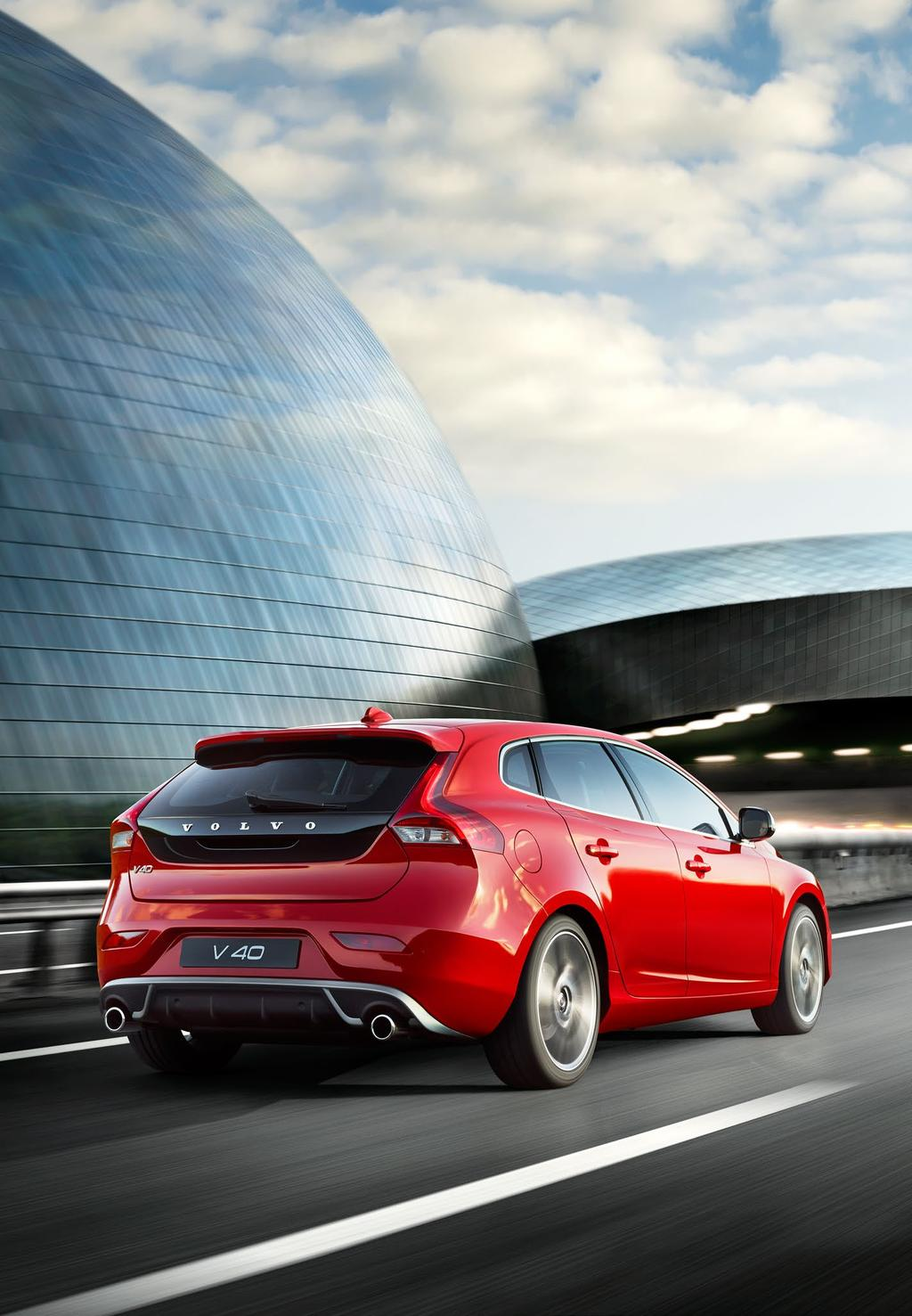 Are you looking at me? Good. Would you like to enhance the dynamic personality of your V40 even further?