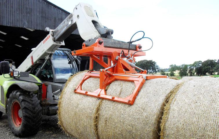 Attaching to Tractor Fit appropriate quick release brackets to the Multi Bale Handler backplate to suit the requirements of the tractor loader or material handler.