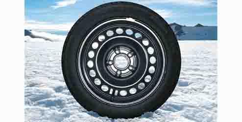 Alloy Wheel 16 inch - 5-double-spoke with Winter Tire (Pirelli) Alloy Wheel 17 inch - 10-spoke with