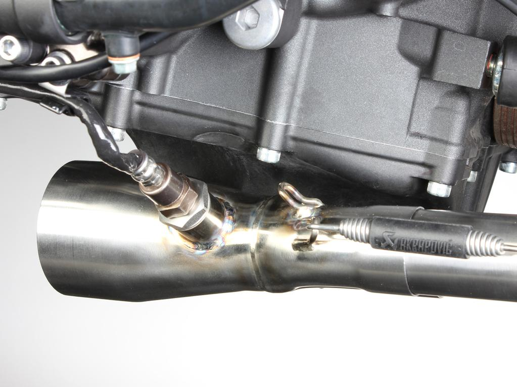 www.akrapovic.com IMPORTANT: make sure not to damage the lambda sensor s electrical lead during this process (Figure 9)!