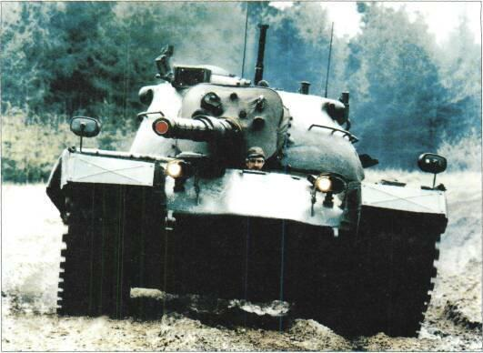 LIGHT TANKS AND MAIN BATTLE TANKS Right: M48A5 of