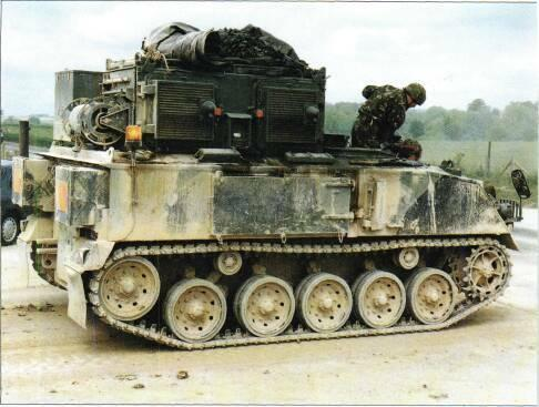 TRACKED APCs /WEAPONS CARRIERS VARIANTS Many FV432s have Peak one-man turret mounted above rear troop compartment armed with 7.62mm GPMG.