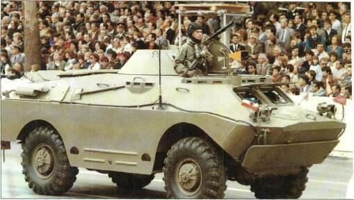 4x4 VEHICLES BRDM-2U command vehicle retains turret of BRDM-2 but has additional communications equipment.