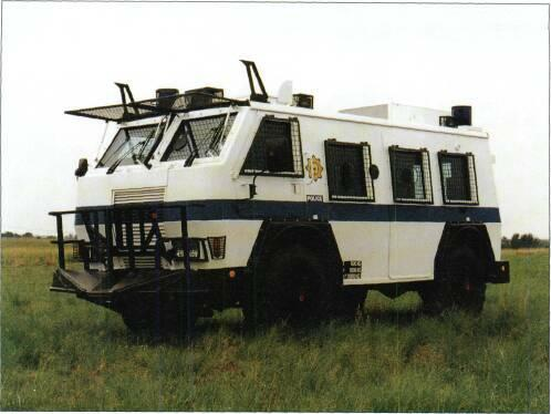 4x4 VEHICLES powered steering, protection against 7.62mm ball attack, floodlights, flashing beacons, hand held spotlight, siren, public address system, fire extinguishers and drinking water tank.