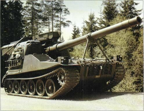 SELF-PROPELLED GUNS (WITH TURRETS) developing 290hp coupled to a new automatic transmission developed and produced by Bofors.