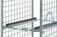 4 attachable grate shelves with backwardsloping roller tracks, with wire shelves and anti-slip guard for the boxes on the handle side, and with bumper and rubber stop for securing the boxes at the
