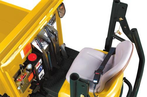 > Direction of the machine by crawler rotation: 2 travel levers for precise and safe movements.
