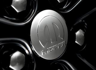 These shining Chrome caps add a distinctive touch to your Compass wheels and feature the Mopar logo.