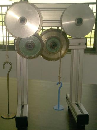 Gear Train Apparatus To obtain by experiment the velocity ratios