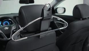 2W723ADE00 (MY12, MY15) Wind deflectors, front. Reduces turbulence when driving with a slightly open front window.