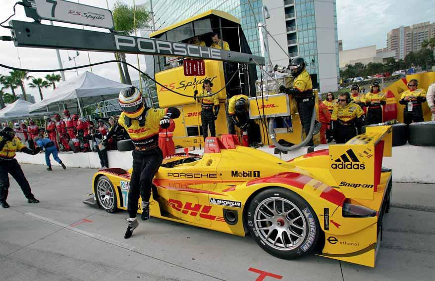 Page 38 Long Beach, California Triple crown Houston, Texas Bumped up The biggest success for Porsche in the American Le Mans Series: with a threefold overall victory on the streets of Long Beach, the