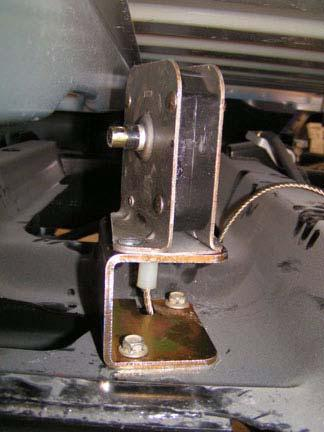 At other bed mounts, install kit bolts (12mm x 100mm) and kit washers (7/16 USS). DO NOT TIGHTEN.