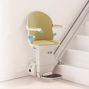 Handicare Simplicity L The Simplicity L straight stairlift offers you all the basic functions that are available on the Simplicity model plus the added benefit of a powered folding footplate as a