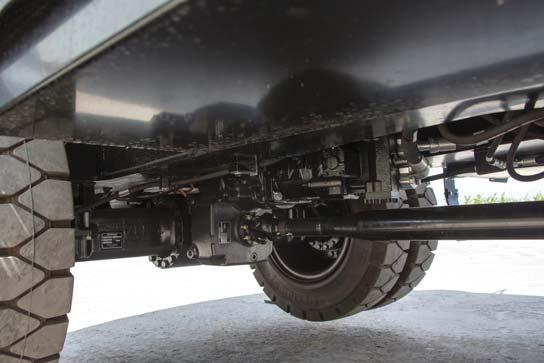 Heavy-Duty Axles The front axle offers wide oscillating and steering angles.