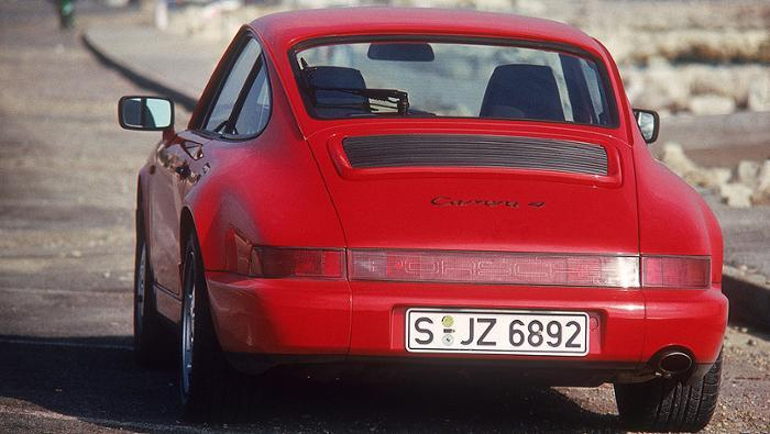 The 911 Carrera 4 from 1988 The manner of adjustment was innovative. Slippage at individual wheels was detected by the ABS sensors and prevented by hydraulic locks.