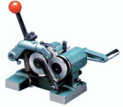 .. 7/8 GRINDER & ACCESSORIES GROMAX 1 Tool Makers Vise Tool maker vise of mini type which can be put in a bigger vise to process the small and precise workpiece. Also it can be used in an E.D.M. machine and grinding machine.