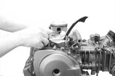 ENGINE 3-4 Remove the rear cylinder head and cylinder with the same manner of the