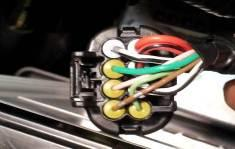 Connect black wire from supplied loom to white/black indicator wire. Connect green loom wire to green/yellow indicator wire.
