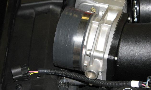 Install the silicone inlet tube to the throttle body and secure it with a supplied worm