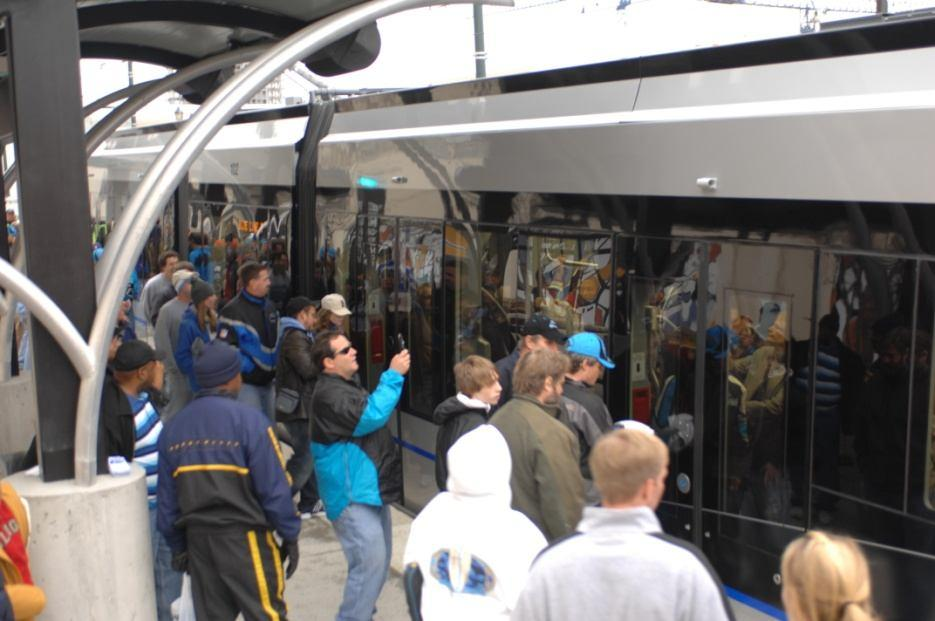 LYNX Blue Line Success Better than expected operations Trains performing well Systems performing well Very good safety /