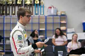 Also, young racing drivers who are a part of Mazda Motorsports conduct awareness-raising activities for young people about the dangers of texting while
