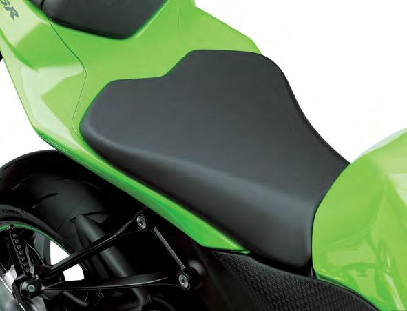 Lower seat height * The narrow width of the new rear subframe helps make it easier to reach the ground.