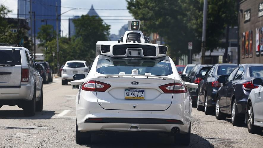 PRO/CON: Self-driving cars could take over the road in the near future By Tribune News Service, adapted by Newsela staff on 09.14.