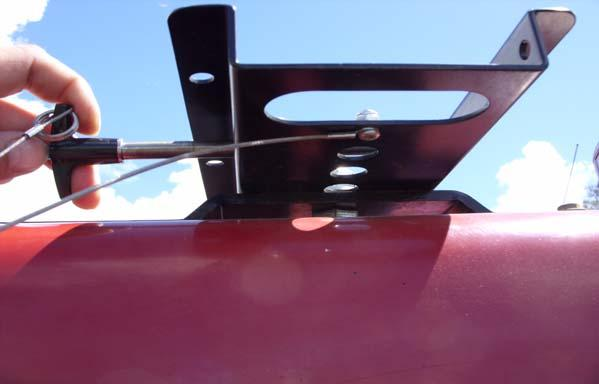 Massey Ferguson MF-8600 and AGCO DT-200B Installation Procedure 9. Attach the three antennas to the proper Roof Module connections. See Figure 2-16. Note: Hand tighten the connections.
