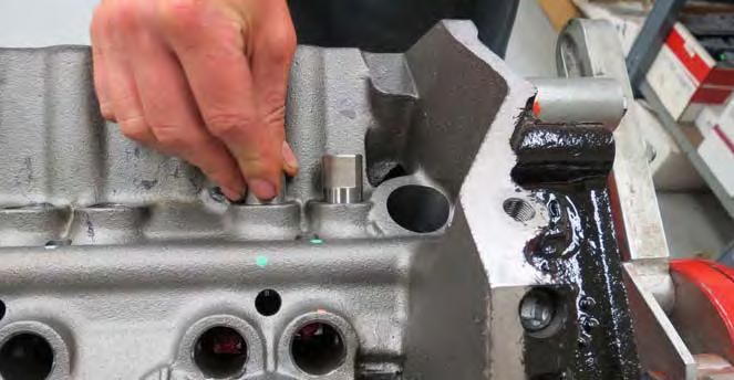 NOTE: There are two basic camshaft setups.