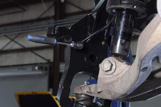 Tighten the upper ball joint nut using a 0mm and 22mm wrench.