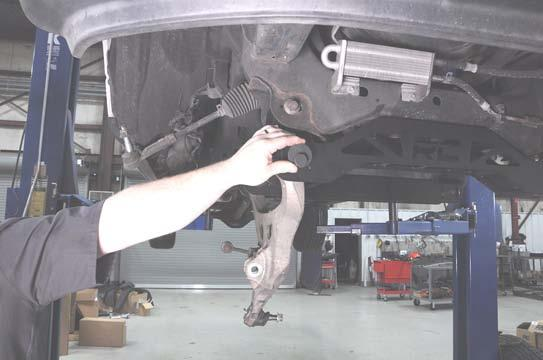 Install the lower control arms using the supplied cam bolts and washers (500). Photo 22.