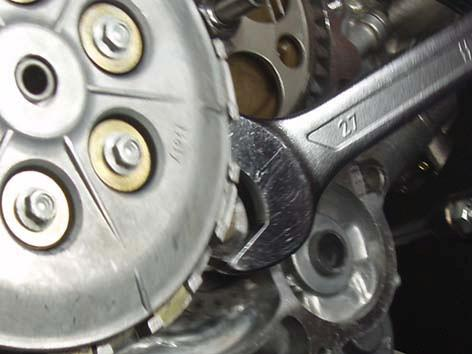 Using the primary shaft nut, turn crankshaft clockwise over 283