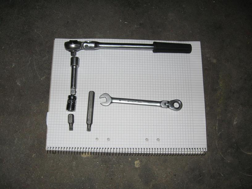 Picture 4 Tools for the drive shaft bolts The 10 mm special wrench in Pic 4 is a favorite of mine. Very useful when there is little space.