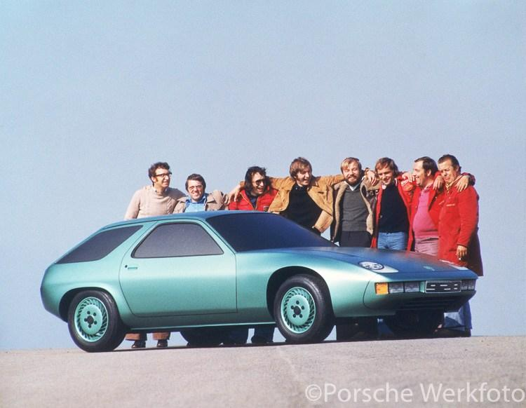 Porsche 928 study: Wolfgang Möbius (3rd from right), Anatole Lapine (4th from right), Eberhard Schulz (5th from right), Peter Reisinger (6th from right), ca.