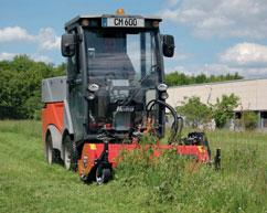 hopper made of high-strength aluminium, which can be used for sweeping and mowing tasks or