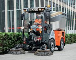 Thanks to the new sweeping unit with its two optional features individual-broom-adjustment