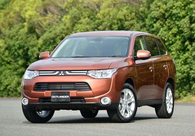 Outlander Launched in Japan October 25 30 New Outlander: Concept (1) Safety: Outstanding Safety achieved through advanced safety features and high-performance 4WD, featuring e-assist, a combination