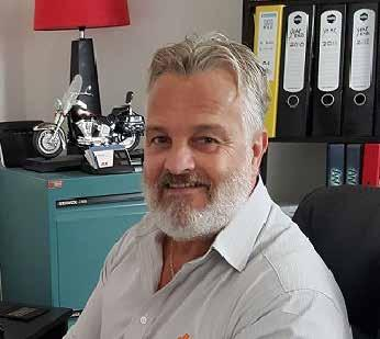 RUSSELL COLE BUSINESS DEVELOPMENT MANAGER (BDM) QUEENSLAND Russell joined JLG in May 2014 in the newly developed role of BDM Queensland, having spent a number of years previously within the